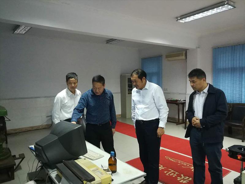 曹秀成董事长陪同南通双弘吉宜军董事长参观火狐体育手机版实验室